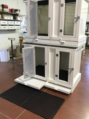 Welping box or crate stackable